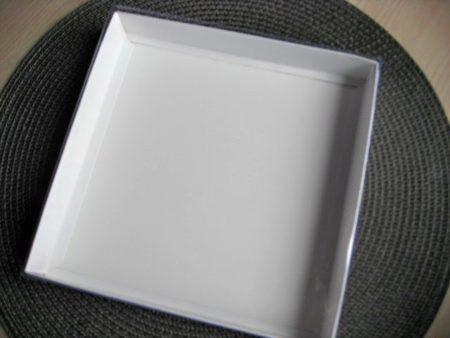 Коробка 20х20х3см