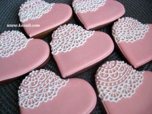 Свадебные пряники - комплимент для гостей Сердечки кружевные розовые (в цветах свадьбы)