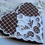 Подарочный пряник с имитацией вышивки ришелье. Вышивка и кружево из айсинга